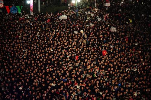 Новогодняя атмосфера в Ханое - ảnh 4