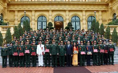 Встреча между президентом СРВ и курсантами Вьетнамского военного училища - ảnh 1