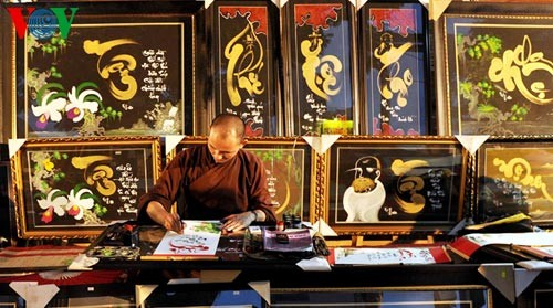 Искусство каллиграфии на улицах Сайгона в предновогодние дни   - ảnh 10