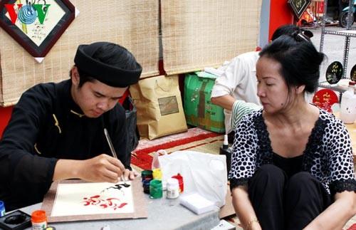 Искусство каллиграфии на улицах Сайгона в предновогодние дни   - ảnh 5