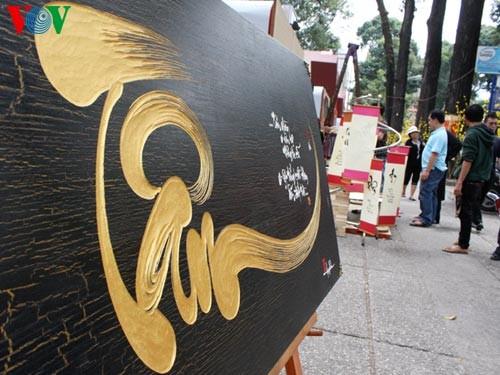Искусство каллиграфии на улицах Сайгона в предновогодние дни   - ảnh 7