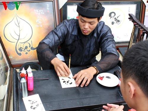Искусство каллиграфии на улицах Сайгона в предновогодние дни   - ảnh 8