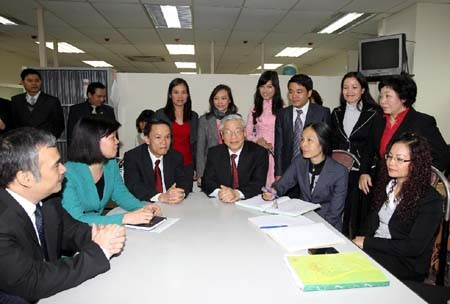 Нгуен Фу Чонг посетил штаб-квартиры канцелярии ЦК КПВ и ВИА в Ханое - ảnh 1