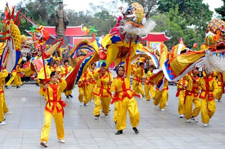 Во многих провинциях и городах Вьетнама проводятся Весенние праздники - ảnh 1