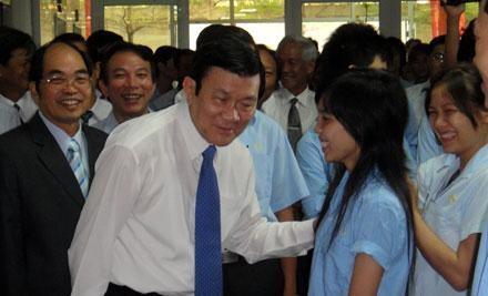 Президент Чыонг Тан Шанг посетил и поздравил жителей провинции Донгнай с Тэтом - ảnh 1