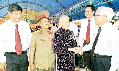 Традиционная встреча жителей революционной базы Сайгон-Жадинь - ảnh 1