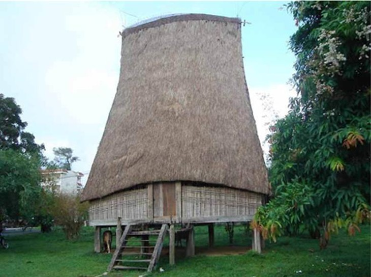 Дом «ронг» народности Бана, населяющей плоскогорье Тэйнгуен - ảnh 2