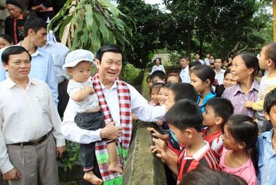 Рабочая поездка президента СРВ Чыонг Тан Шанга в северную провинцию Футхо  - ảnh 1
