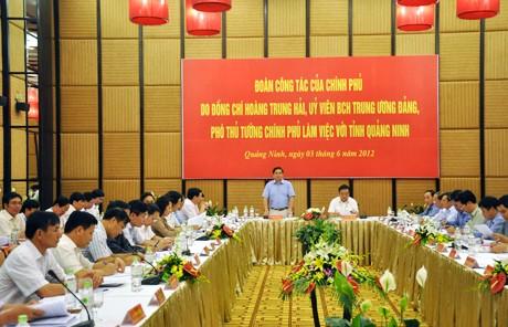 Вице-премьер Хоанг Чунг Хай провел рабочую встречу с властями Куангнинь - ảnh 1