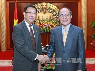 Председатель Национального собрания Вьетнама принял послов Таиланда и Индонезии - ảnh 1
