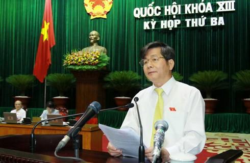 Члены вьетнамского правительства ответили на запросы депутатов парламента страны - ảnh 1