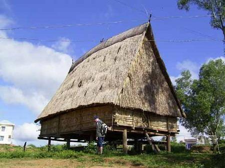 Реставрация домов «ронг» и строительство новой деревни в провинции Контум - ảnh 2