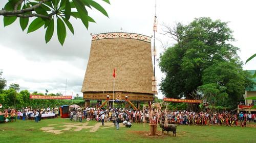 Реставрация домов «ронг» и строительство новой деревни в провинции Контум - ảnh 3