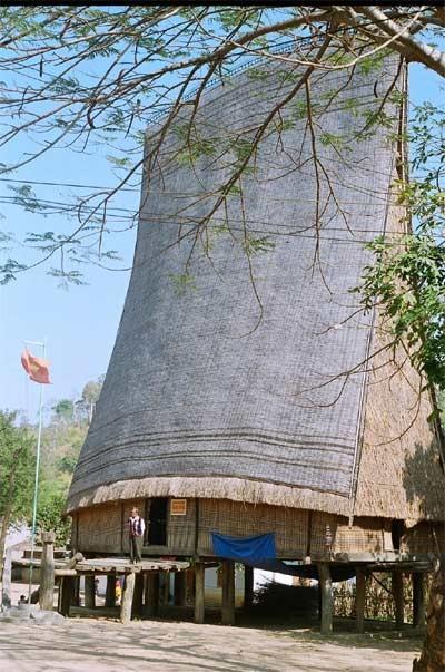 Реставрация домов «ронг» и строительство новой деревни в провинции Контум - ảnh 4