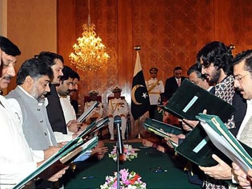 Новый премьер-министр Пакистана принял присягу - ảnh 1