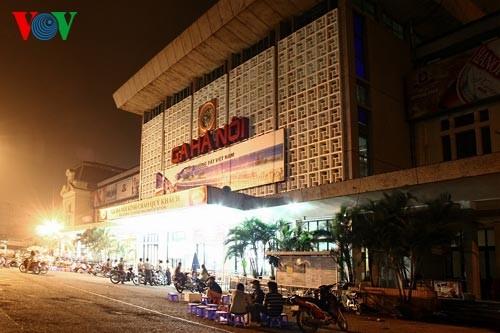 Ханойский вокзал в ночное время - ảnh 1