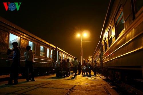 Ханойский вокзал в ночное время - ảnh 2