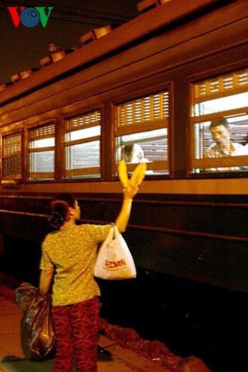 Ханойский вокзал в ночное время - ảnh 4
