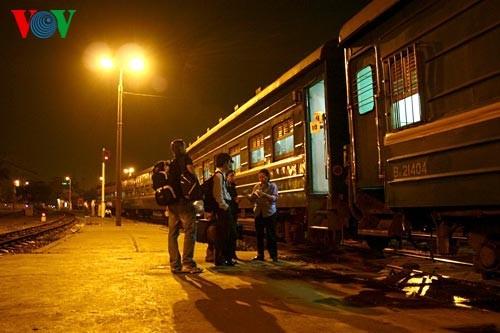 Ханойский вокзал в ночное время - ảnh 5