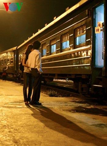 Ханойский вокзал в ночное время - ảnh 6