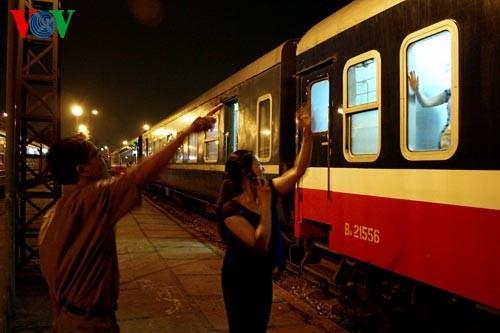Ханойский вокзал в ночное время - ảnh 7