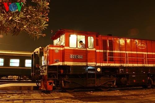 Ханойский вокзал в ночное время - ảnh 8