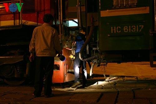 Ханойский вокзал в ночное время - ảnh 9