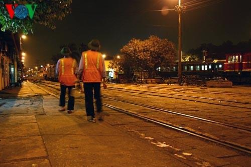 Ханойский вокзал в ночное время - ảnh 10