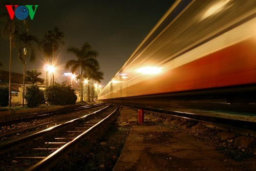 Ханойский вокзал в ночное время - ảnh 11