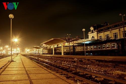 Ханойский вокзал в ночное время - ảnh 12
