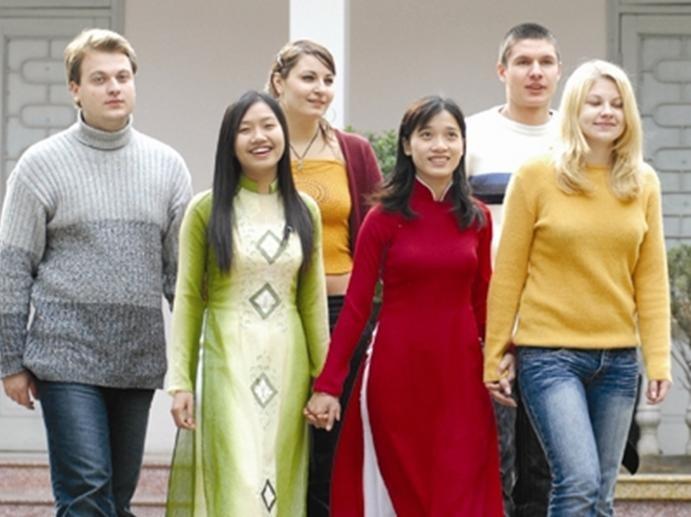 Иностранные студенты приезжают во Вьетнам изучить вьетнамский язык - ảnh 4