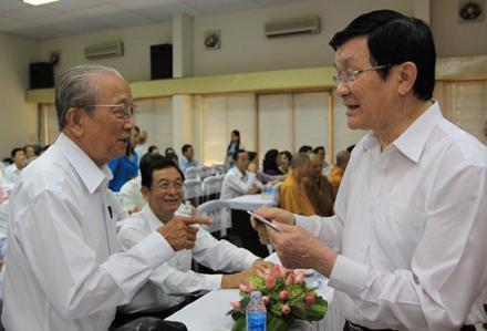 Встречи вьетнамских руководителей с местными избирателями - ảnh 1