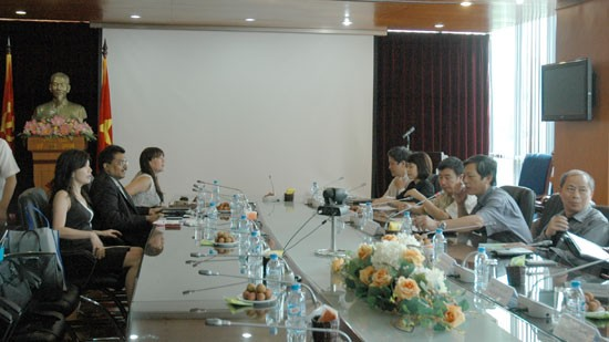 Радио «Голос Вьетнама» приняло делегацию корпорации Media Corp Singapore - ảnh 1
