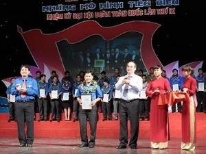 Церемония чествования лучших коллективов за движение... - ảnh 1