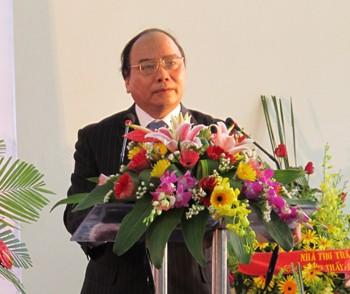 Вице-премьер Вьетнама Нгуен Суан Фук посещает Лаоса с визитом - ảnh 1