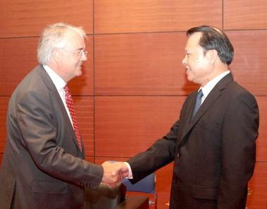 Вице-премьер СРВ Ву Ван Нинь принял председателя Корпорации KPMG - ảnh 1