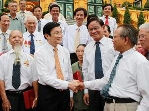 Президент Чыонг Тан Шанг встретился с бывшими политзаключенными из г. Хошимина - ảnh 1