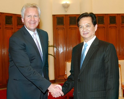 Нгуен Тан Зунг принял председателя совета по вопросам труда и конкуренции... - ảnh 1