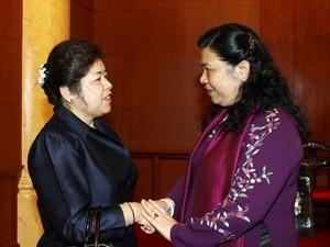Тонг Тхи Фонг приняла председателя Комитета Лаосского парламента по вопросам... - ảnh 1