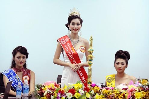 В городе Дананге завершился конкурс «Мисс Вьетнам-2012» - ảnh 1