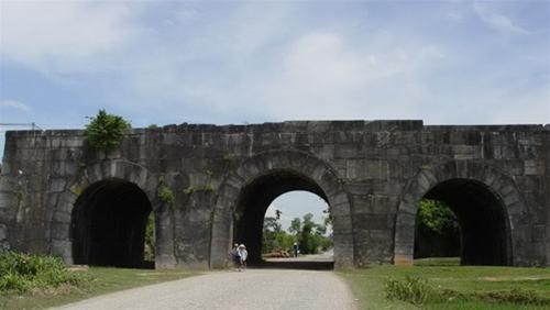 Цитадель династии Хо продолжает привлекать большое количество туристов - ảnh 1