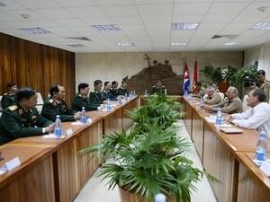 Вьетнам и Куба договорились в дальнейшем развивать военное сотрудничество - ảnh 1