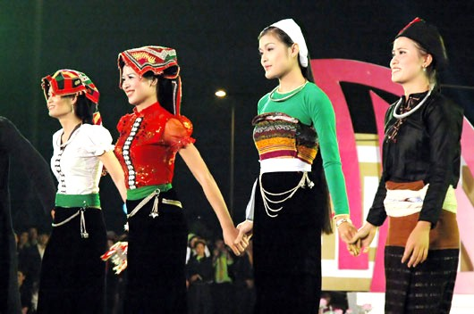 Одежда женщин народности Тхай - ảnh 1