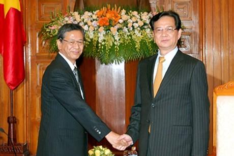 Премьер-министр СРВ Нгуен Тан Зунг принял нового посла Японии во Вьетнаме - ảnh 1