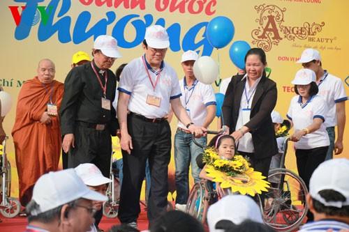 Президент СРВ Чыонг Тан Шанг принял участие в марше за детей-инвалидов - ảnh 1