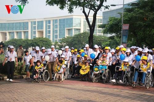 Участие президента СРВ в марше за детей-инвалидов - ảnh 4
