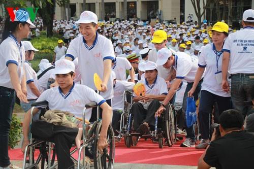 Участие президента СРВ в марше за детей-инвалидов - ảnh 7