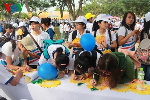 Участие президента СРВ в марше за детей-инвалидов - ảnh 10