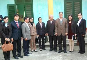 Руководители Вьетнама встретились с избирателями страны - ảnh 1