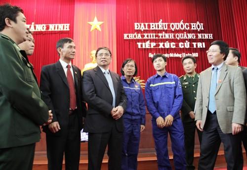 Руководители Вьетнама встретились с избирателями страны - ảnh 2